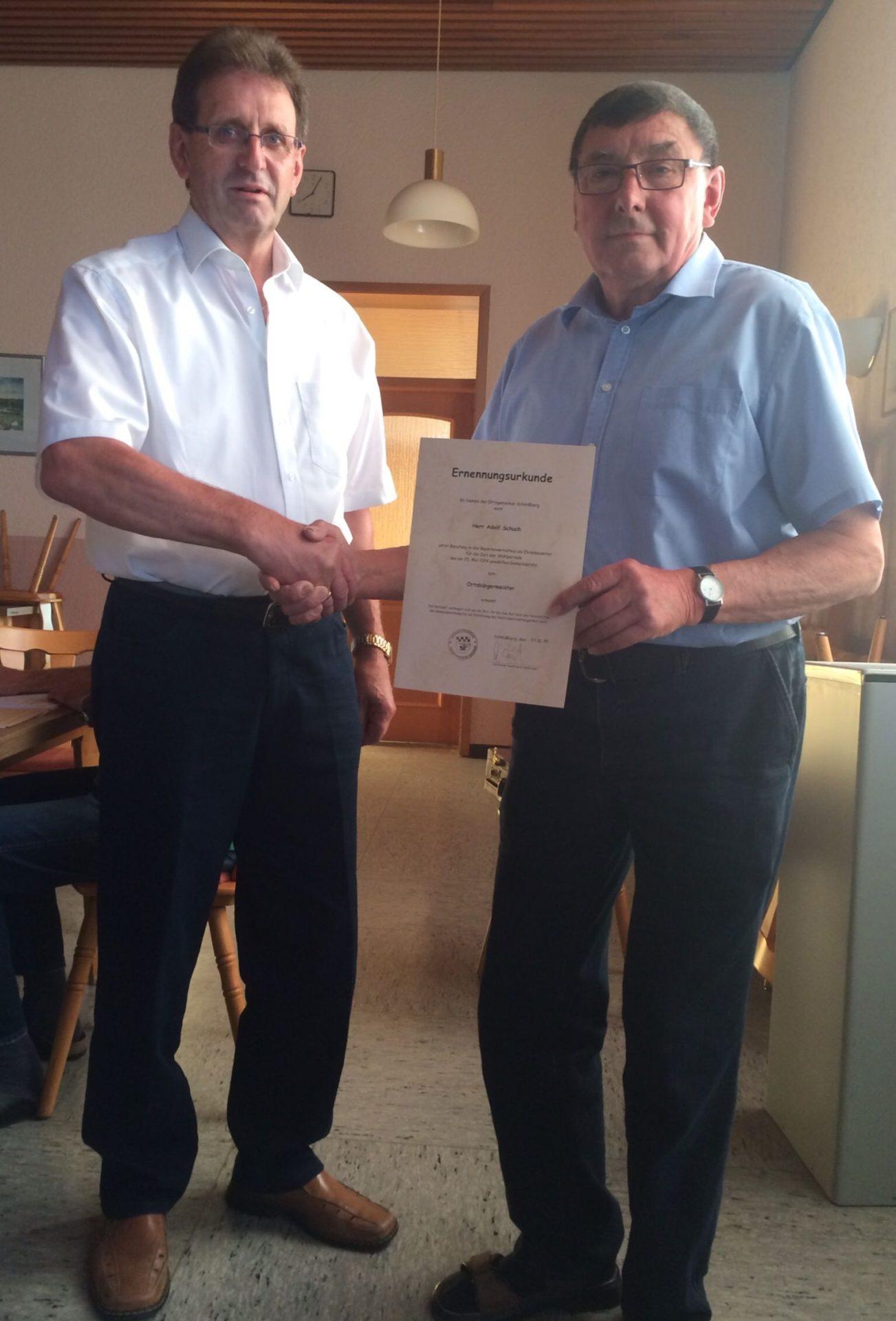 Adolf Schuch wird von Ralph Dietz zum Ortsbürgermeister ernannt (v.l. Ralph Dietz und Adolf Schuch)