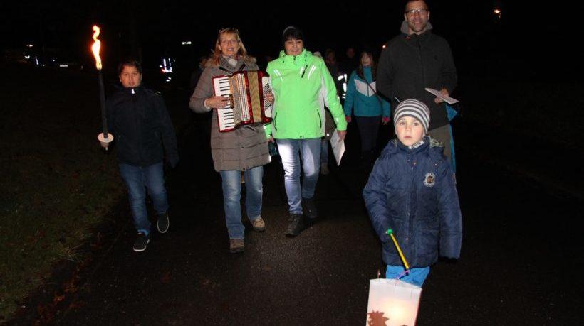 Sankt-Martins-Umzug: Zuckerbrezeln, Laternen und Akkordeonmusik