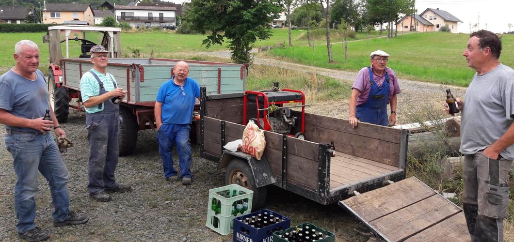 EDEKA Decker versorgt Vogelvolieren-Arbeiter