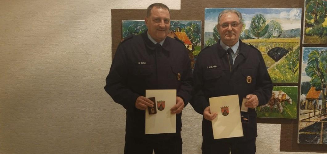 Schmißberger Feuerwehrmänner werden für ihre Mitgliedschaft in der Feuerwehr geehrt